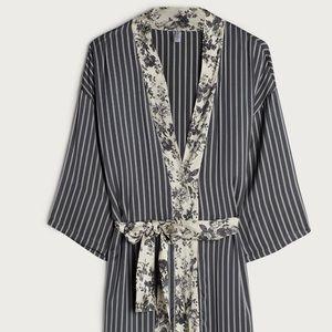 Intimissimi grey deco satin robe!